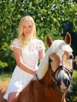 Pferdepflegerin